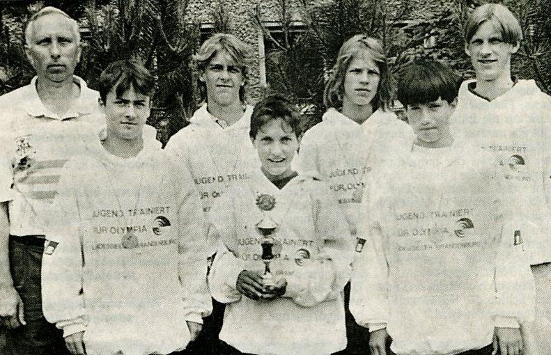 v. l. Sportlehrer R. Jannaschk, J. Peters, St. Schultchen, M. John, Th. Grätz, P. Baldzer und Betreuer S. Bonk